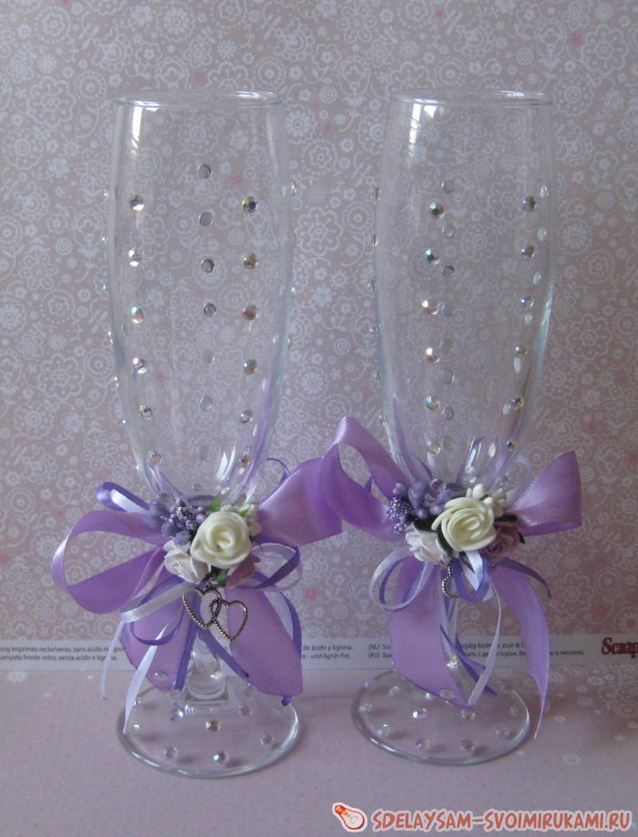 Wedding glasses in lilac color