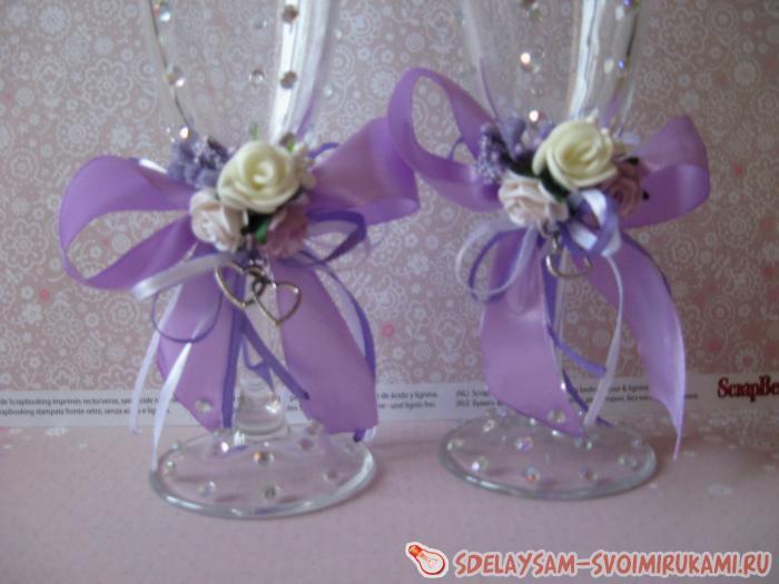 Бокалы на свадьбу в сиреневом цвете своими