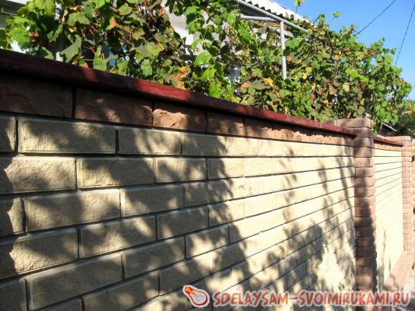 Строим кирпичный забор