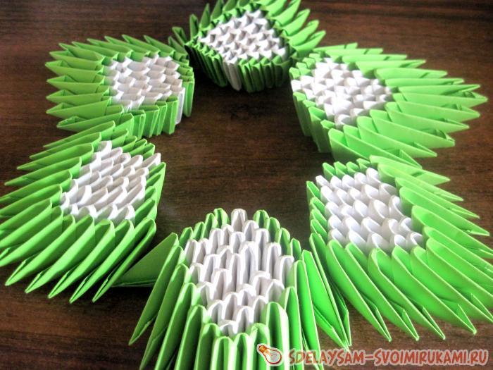 Кувшинка из модулей оригами
