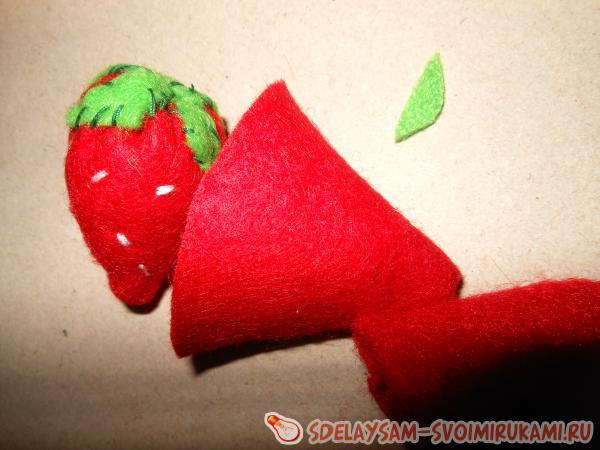 Как сшить ягоды клубники из фетра