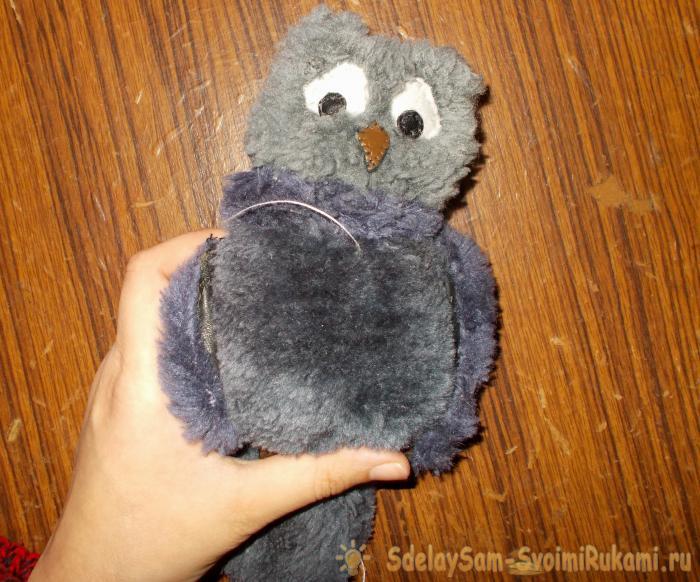 Игрушечные попугай и совёнок