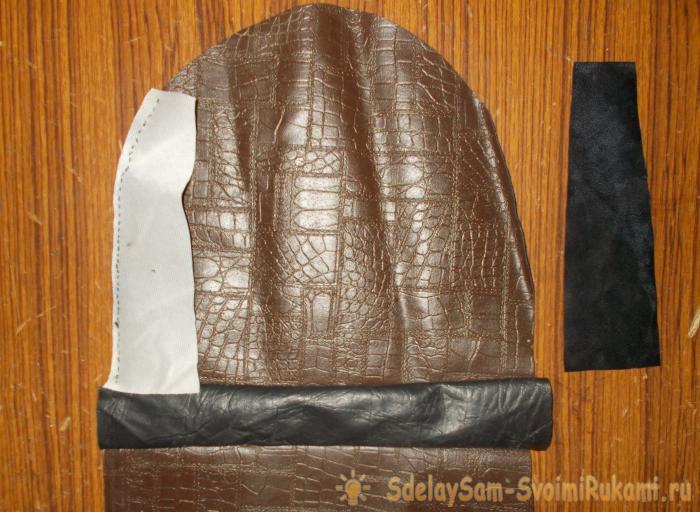 Leather handbag with a zipper