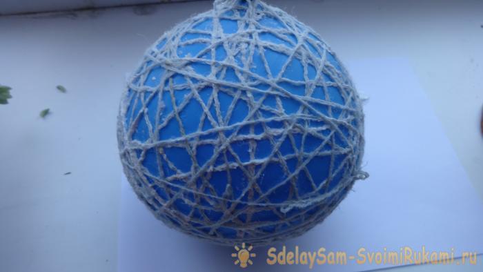 Christmas ball of thread