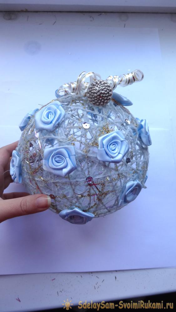 New Year's ball of thread