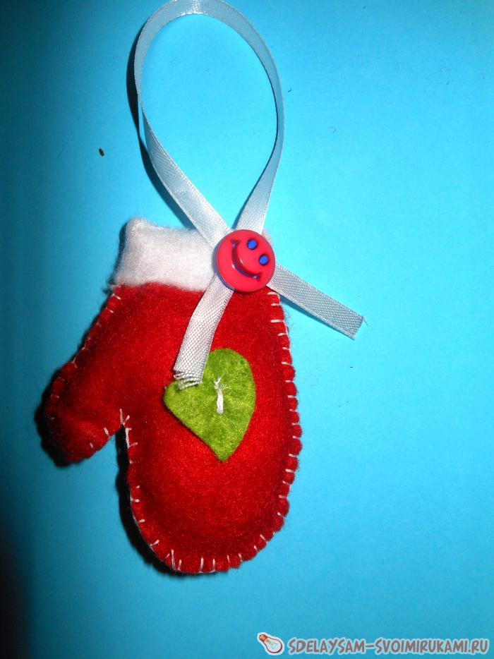 Елочная игрушка из фетра