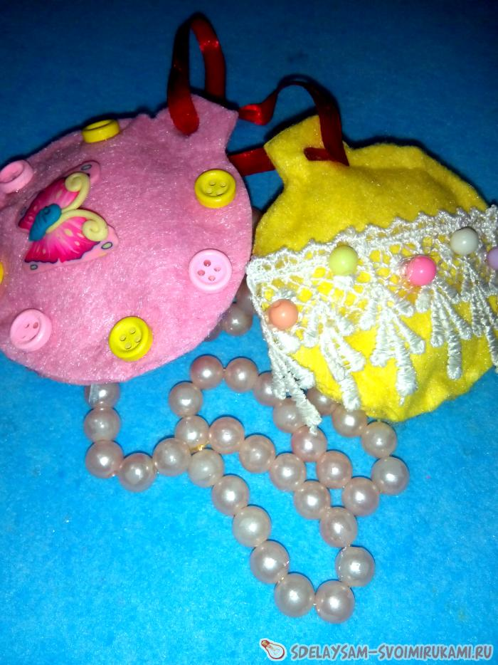 Christmas toys from viscose wipes