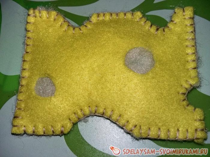 Игрушечный сыр из фетра