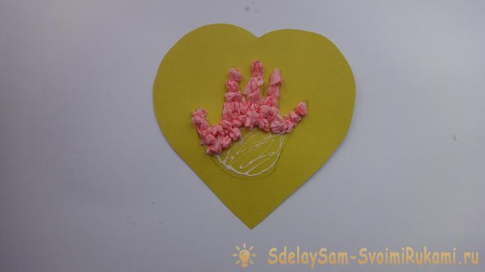 Открытка Сердечко с детской ладошкой