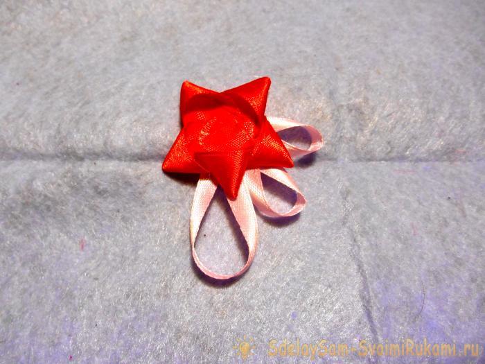 Объемная валентинка из атласных лент