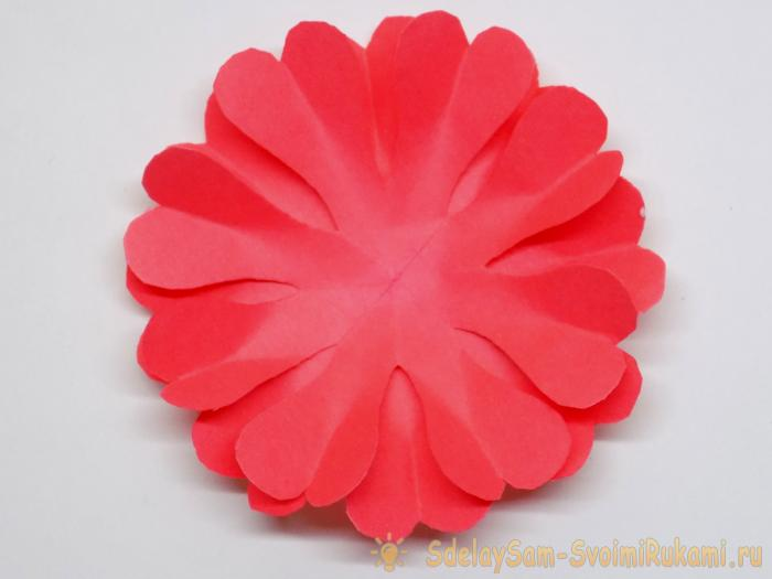 Пышный цветок из кругов