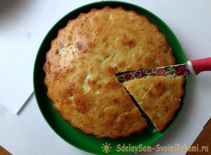 Cupcake with raisins on kefir