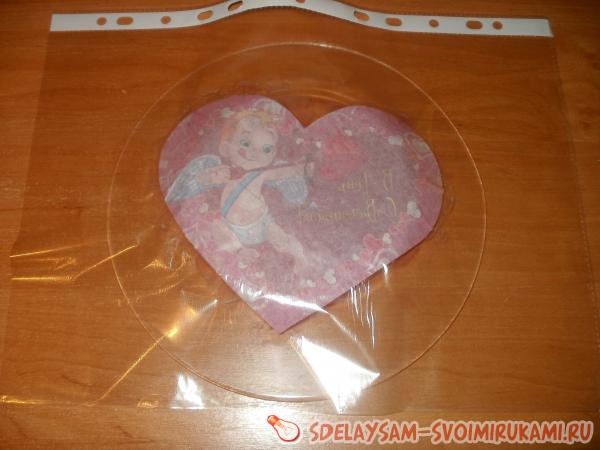 Файл с валентинкой прижимаем