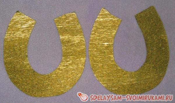 приклеиваем золотую ленту