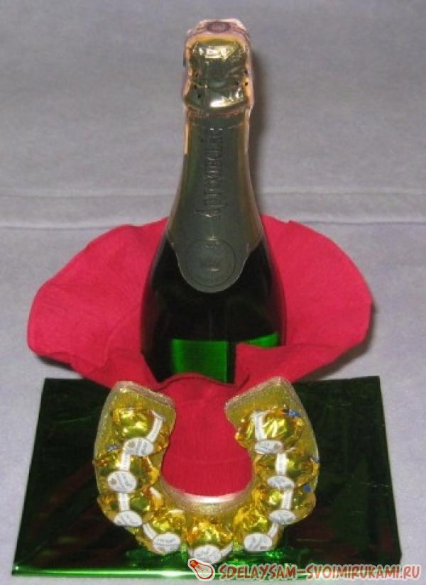 Вставляем бутылку шампанского