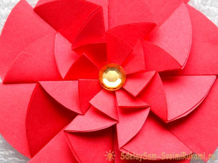 Оригинальный цветок из бумаги