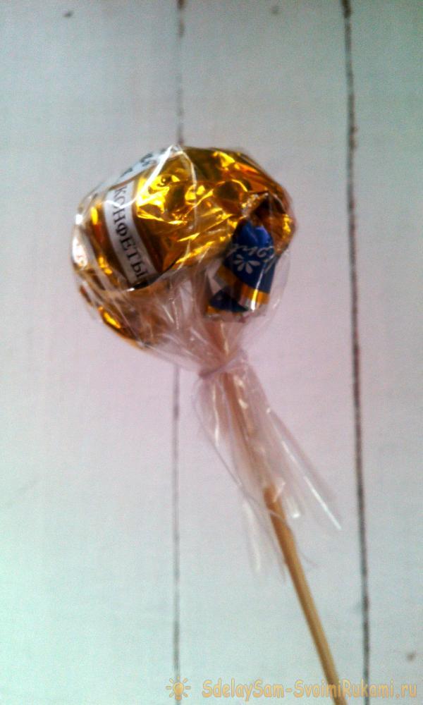 Букет из конфет из бумажных салфеток
