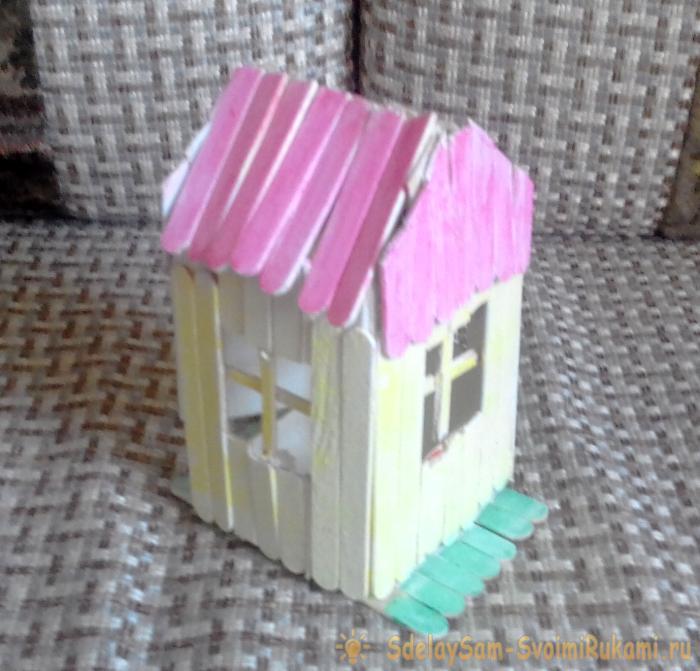 Симпатичный домик из палочек из-под мороженого