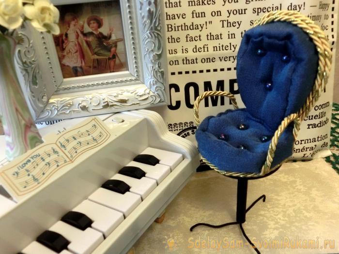 Decorative chair souvenir