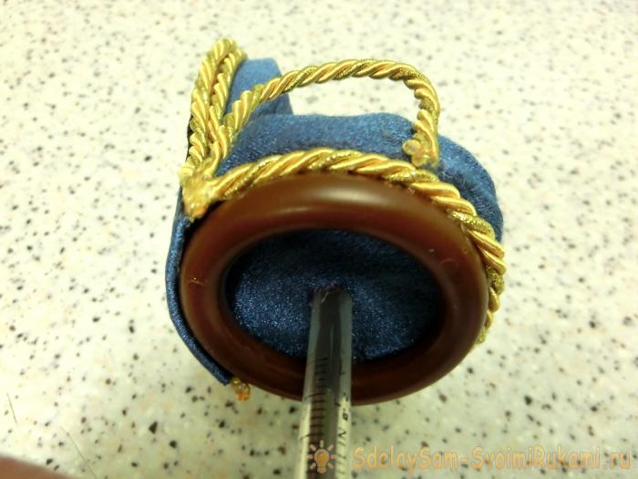 Decorative highchair souvenir