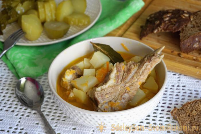 Тушеный картофель со свиными ребрышками