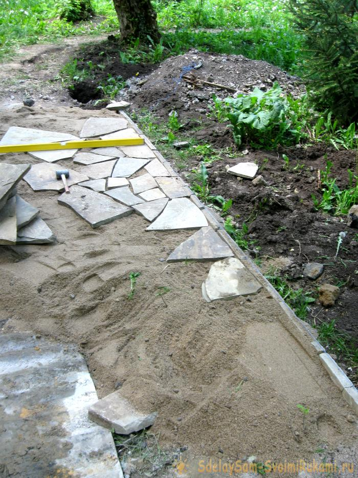 Laying sandstone grounds