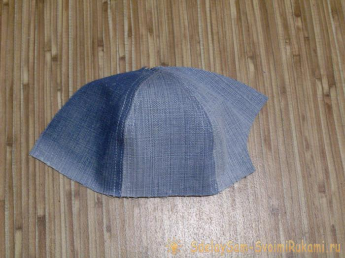 Sew a denim baseball cap for a baby