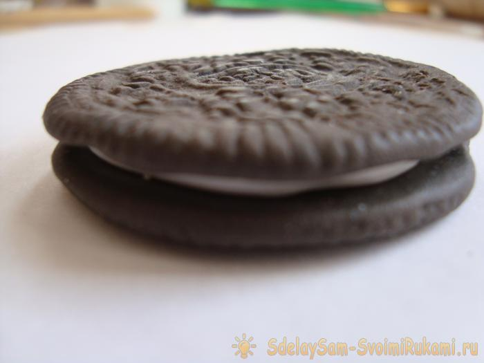 How to make Oreo keychain with your own hands