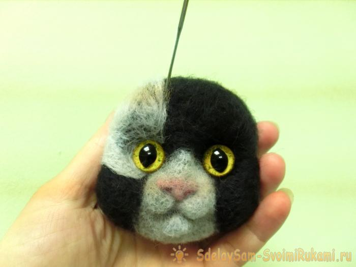 spotted cat from wool, felting