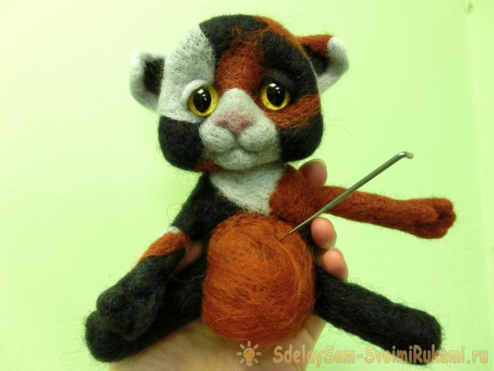 spotted wool cat felting