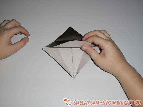 загните края бумаги внутрь