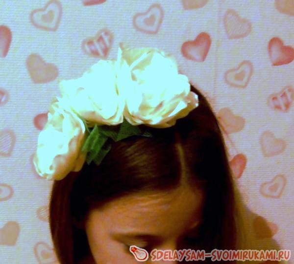 Ободок из цветов для волос