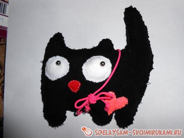 Котенок с бантиком и сердечком