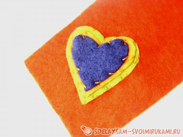 пришиванием сердечек к чехлу