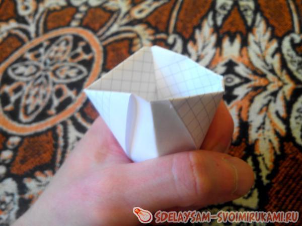 Бумажный стаканчик