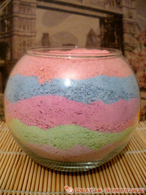 композиция из цветной соли и цветов