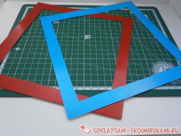 Вырезать из картона квадрат