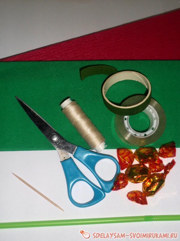 Букет чайных роз из гофробумаги с конфетами, мастер-класс