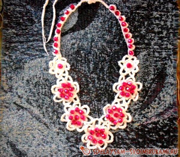 Вязаное ожерелье «Розарий»