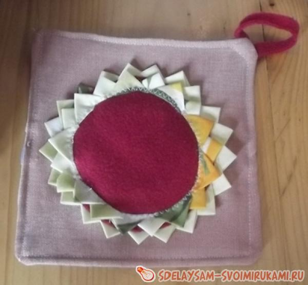 Kitchen potholders in the form of the sun