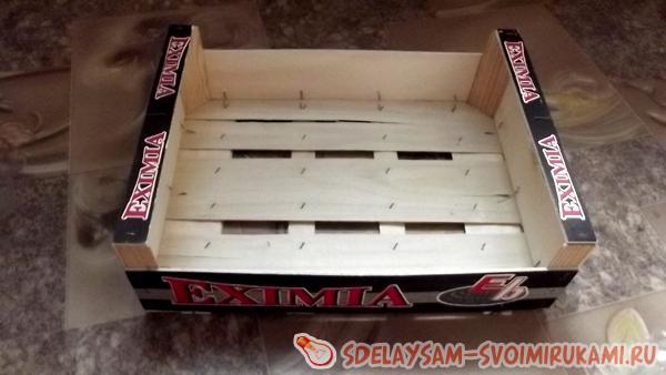 вставляются в деревянный ящик