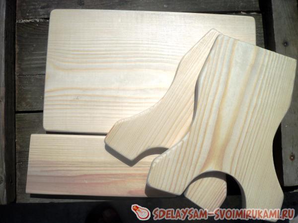 Assembling the stool