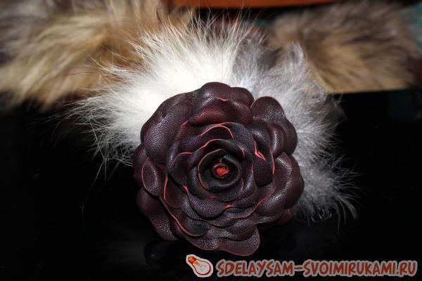 цветок из кожи и меха