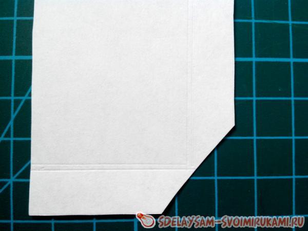 Срежьте два угла длинных прямоугольников