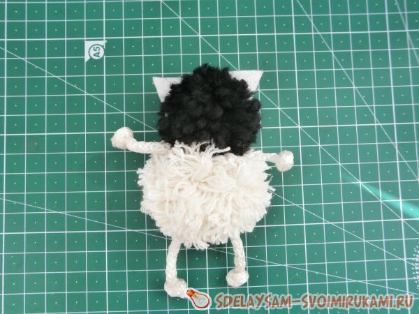 Котик игрушка из ниток