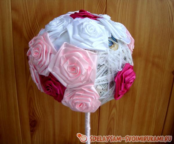 Обклеиваем малиновыми розами