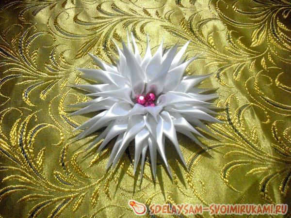 Белый георгин резинка для волос