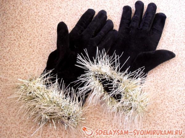 перчаткам