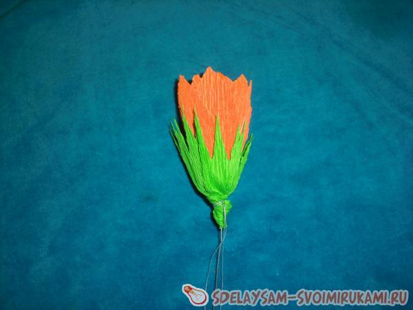 Цветок лотоса из гофрированной бумаги