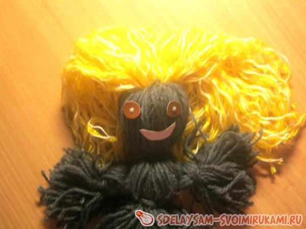 Doll of woolen threads